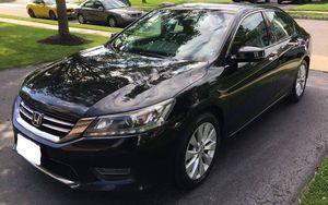**SINGLE OWNER**Really Beautiful Black Pearl SEDAN V6 Clean Title for Sale in Tampa, FL