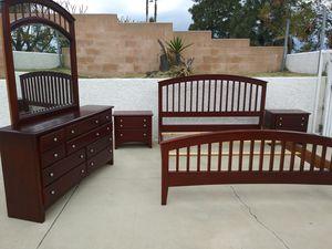 Wonderful Cal King bedroom set for Sale in Etiwanda, CA