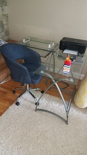 Office desk and chair for Sale in West Springfield, VA