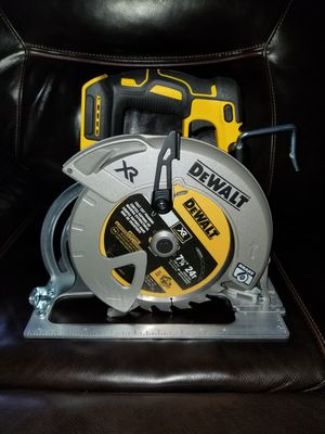 Brand new dewalt circular saw brushless 7 1/4 20 volts TOOL ONLY for Sale in Chicago, IL