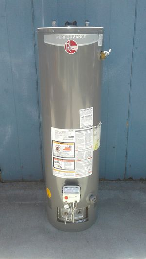PERFORMANCE RHEEM WATER HEATER 30 GALLON LP PROPANE for Sale in Fresno, CA