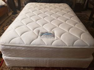 Full size Mattress set box spring bed frame for Sale in Lynnwood, WA