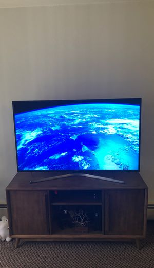 """4K UHD 58"""" Samsung Smart TV for Sale in Madison, WI"""