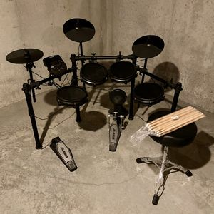 Alesis Nitro Mesh 8-Piece Electronic Drum Set with Drum Seat & Extra Sticks for Sale in Lee's Summit, MO