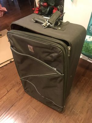 29'' suitcase for Sale in Cary, NC