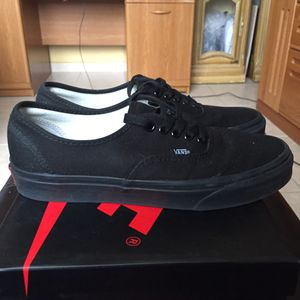 All black Vans for Sale in North Las Vegas, NV