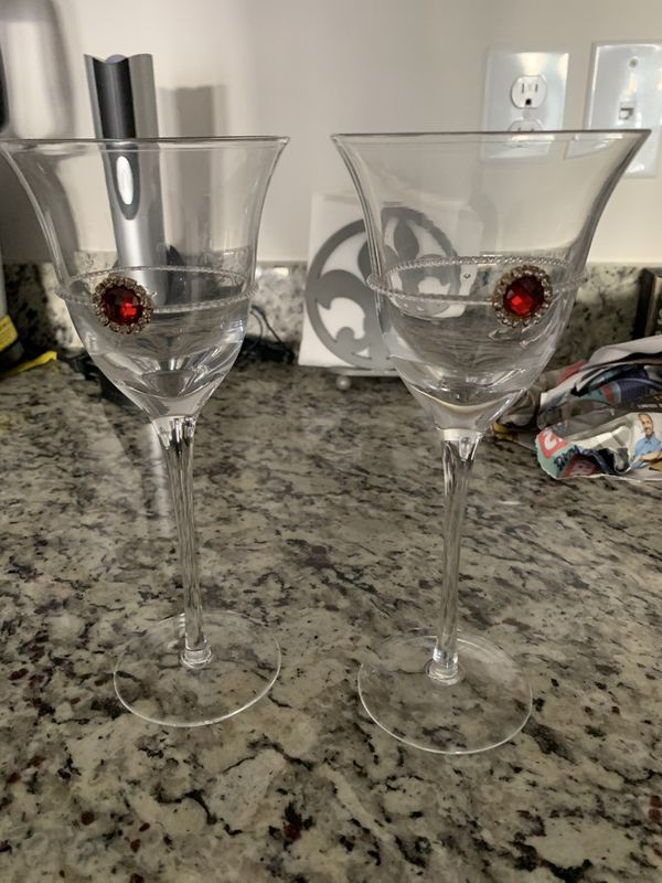 Set of Two Wine Glasses with Ruby Charm