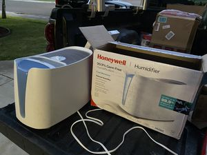 Honeywell humidifier cool Moisture for Sale in Riverbank, CA