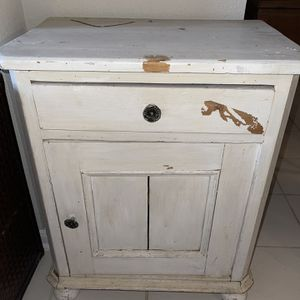 Vintage Cabinet for Sale in Pearland, TX