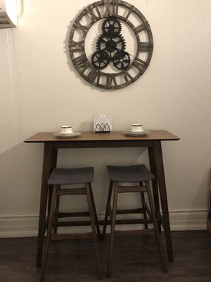 Pub Table and Chair Set for Sale in Detroit, MI