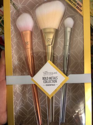 New real techniques makeup bold brush set for Sale in Los Angeles, CA