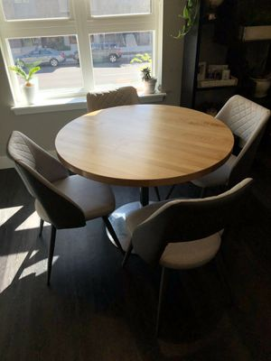 Kitchen/dining room table round for Sale in Denver, CO