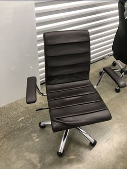 Computer Chair. Office Chair. Brown Chair. Wheels. Armrest. Adjustable. Swivel. for Sale in Alexandria, VA