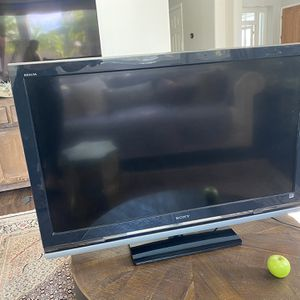 Sony Bravia 46 inch TV in great condition for Sale in Carlsbad, CA