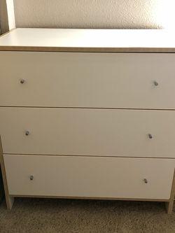 White Drawer Dresser for Sale in Edmonds,  WA