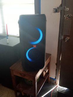 JBL Party Box 300 for Sale in Norfolk,  VA