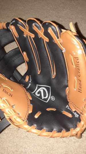 Baseball glove for Sale in Morrisville, PA