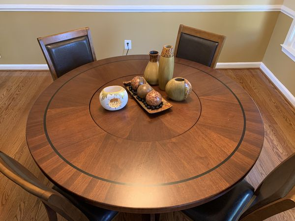 Table with 4 chairs. Center rotates