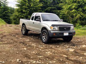 2000 Toyota Tacoma SR5 2.7L 5speed 4x4 for Sale in Auburn, WA