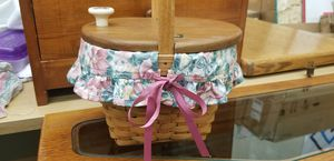 Longaberger Basket with cloth, plastic insert & lid for Sale in Phoenix, AZ
