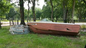 Free boat and or jacuzzi for Sale in Fresno, TX