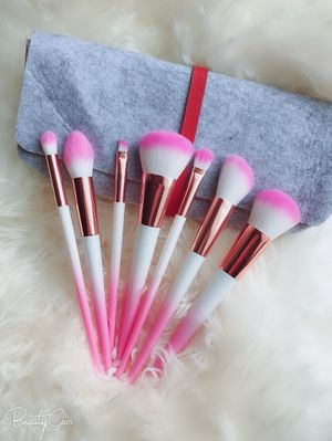 Gradient makeup brushes with felt bag for Sale in Hyattsville, MD