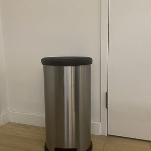 Step Open Trash Can (13 Gallon) for Sale in Brooklyn, NY