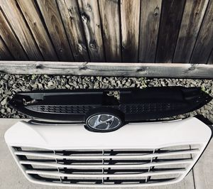 2010-2013 Hyundai Tucson Upper + Lower Grill with Emblem and Radiator Cover for Sale in Larchmont, NY