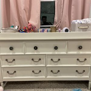 Pottery Barn Dresser (with Removable Changing Table) for Sale in Beverly Hills, CA