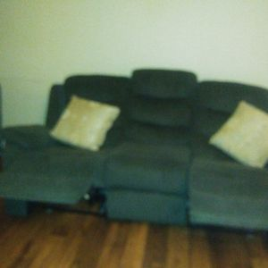 Green Couch Full-size Recline for Sale in Bonita, CA