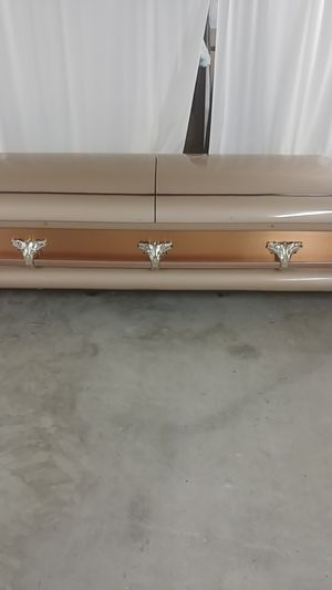 Real coffin casket great for Halloween parties two hundred dollars for Sale in Sebring, FL
