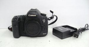 Canon 5D Mark III MK3 Professional DSLR Camera Body 4.6k Shutters for Sale in Los Angeles, CA