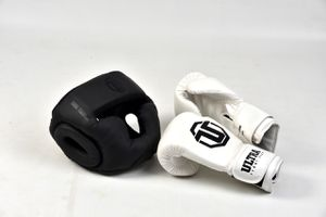 Boxing gloves 18oz And head gear for Sale in Conroe, TX