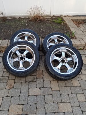 (4) Goodyear Fortera SL 305/45R22 118H All Season Performance Tires. Condition is used. for Sale in Southborough, MA