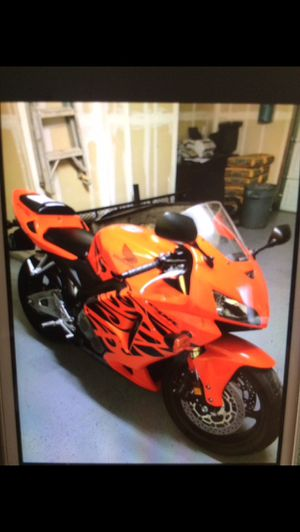 2006 motorcycle CBR 1,657 millas RR for Sale in Lindsay, CA