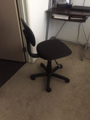 Small Black desk chair for Sale in Los Angeles, CA