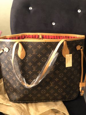 Never full purse new with wristlet for Sale in Fort Worth, TX