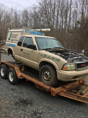 2002 Gmc Sonoma parting out for Sale in Englishtown, NJ