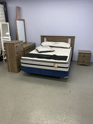 Bedroom set 5 pcs. Queen size. Brand new for Sale in Elyria, OH