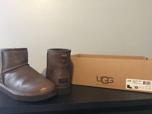 New men's Uggs size 10 for Sale in Cleveland, OH