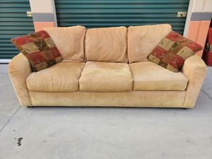 Free Couch for Sale in Norwalk, CA