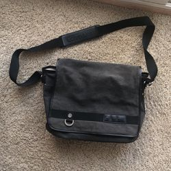 Calvin Klein Messenger Bag 💼 for Sale in Ashburn,  VA