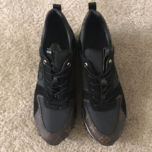 Louis Vuitton sneakers women size 9 for Sale in Silver Spring, MD