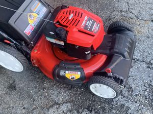 Troy built 21 inch self-propelled mower excellent condition like new 7.25 190 cc for Sale in Rialto, CA