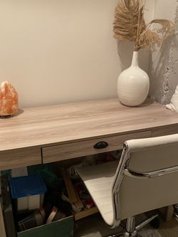 Like New Beautiful Desk With White Chair for Sale in Washington,  DC
