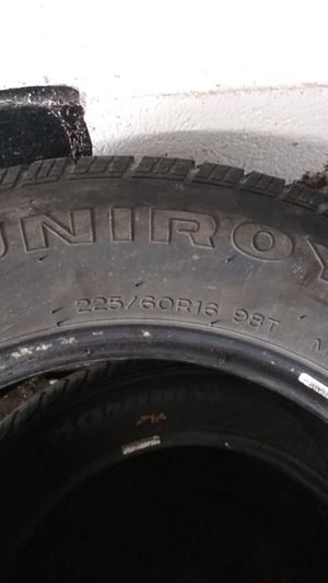 225/60/16 tiger paw tire for Sale in Parma, OH