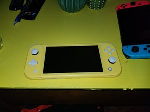 Yellow Nintendo switch Lite with super smash bros for Sale in San Diego, CA