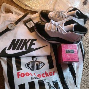 Jordan 11s Gift Pack for Sale in Southfield, MI