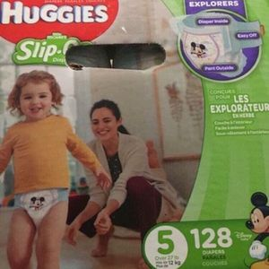 Huggies little movers slip on size 5 diapers-pañales for Sale in Downey, CA