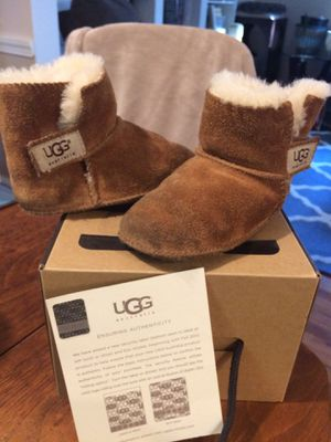Ugg Toddler Boots size L (or 6/7) for Sale in Chevy Chase, MD